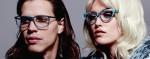 Roberto Cavalli е известен и обичан, заради своята пламенност, бохемски стил, и атмосферата от 70-те години, която пресъздават слънчевите очила и рамки на марката.