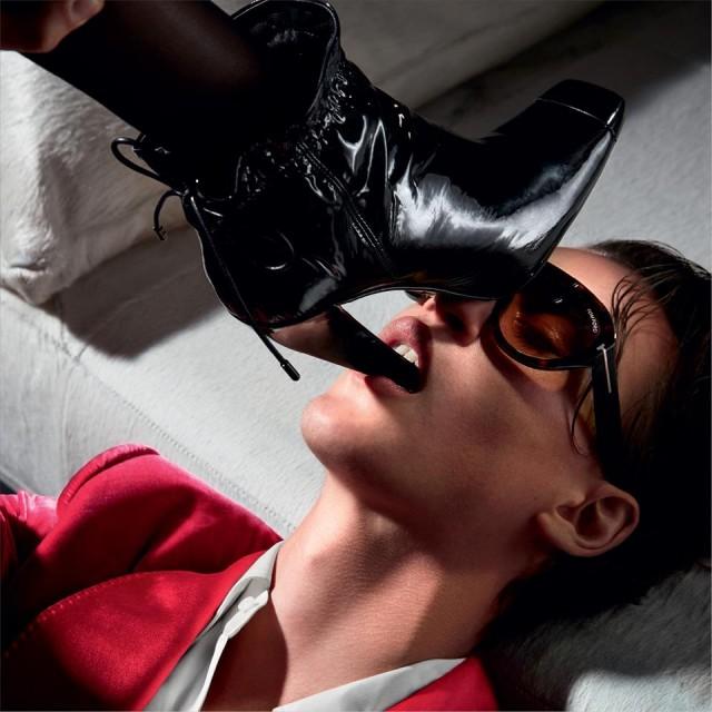 Днес мястото на очилата е някъде между модата, носенето на бижу и  предмет на изкуството, а същевременно с това представят притежателят им по негов уникален начин. Но и те си имат тяхната история...